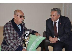 Vali Kahraman Esnaf Ziyaretinde Hasta Olduğunu Öğrendiği Rahmi Tanoğlu'na Geçmiş Olsun Ziyaretinde Bulundu