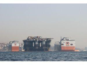 İstanbul Boğazı'ndan Dev Platform Geçti