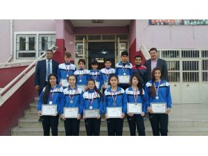 Mehmet Adil İkiz Ortaokulu Badmintonda Rekora Koşuyor