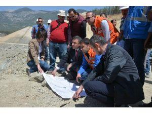 Özgür, Finike Kapıçay Baraj İnşaatını İnceledi