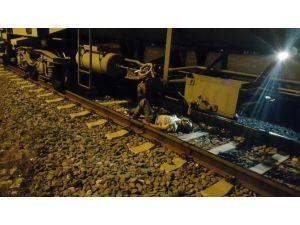 Trenin Altında Kalan Kişi Ağır Yaralandı
