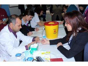 Denizli'de Vatandaşlar Sağlık Taramasından Geçirildi