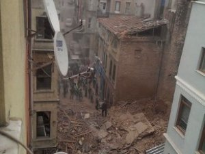 Beyoğlu'nda 5 Katlı Bina Çöktü!