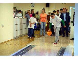 Otizmli çocuklar; Bowling Turnuvası'nda yeteneklerini sergiledi