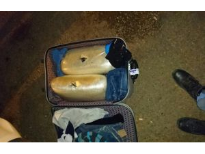 Yolcunun Valizinden 14 Kilo 500 Gram Toz Esrar Çıktı