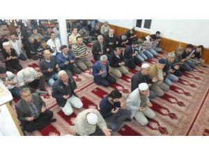 Burhaniye'de Regaip Kandilinde Camiler Doldu
