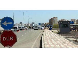 Diyarbakır'da Uygulama Noktalarına Zırhlı Kulübe Yerleştiriliyor