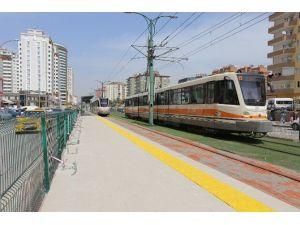 Tramvay Ve Duraklarına Yeni Düzenleme