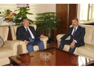 Başkan Tuna'dan Polislere Çiçek