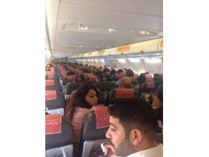 Uçakta 'İnmek İstiyorum' Dedi Ortalık Karıştı