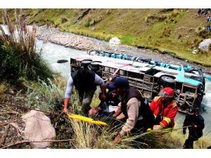 Peru'da Otobüs Nehre Uçtu: En Az 23 Ölü
