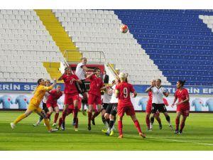 Kadın A Milli Futbol Takımı, dibe demir attı