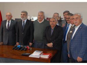 Yıldız: Kızılay Kayseri Şubesi, Bayırbucak Türkmenlerine 23 TIR yardım gönderdi