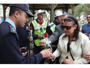Görme Engelliler Polisleri Unutmadı