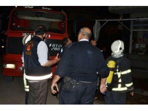 Öğrencilerin Kaldığı Binada Çıkan Yangın Korkuttu