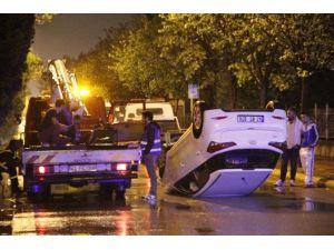 Düz Yolda Kontrolden Çıkan Otomobil Direğe Çarpıp Takla Attı: 2 Yaralı