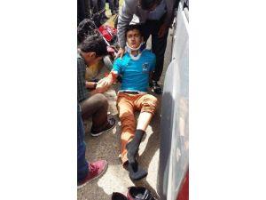 Motosiklet İle Hafif Ticari Araç Çarpıştı: 2 Yaralı