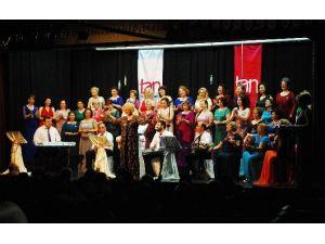Bursa'da Yeşilçam Şarkıları Seslendirildi
