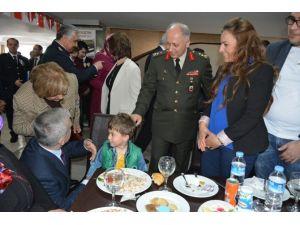 Malatya'da, Şehit Yakınlarına Ve Gazilere Yemek Verildi