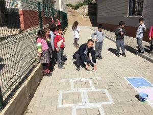 Bursa'da Okullarda Geleneksel Çocuk Oyunları Yaşatılıyor