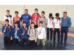 Başakşehirli Güreşçiler Çanakkale'den Zaferle Döndü