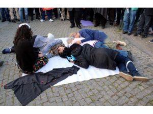 Ankara Garı'ndaki Patlamanın 6. Ayında Olaylı 'Tiyatro' Gösterili Anma