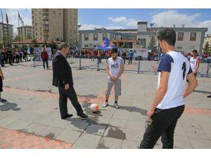 Talas'ta Brezilya bileti için sokak futbolu turnuvası