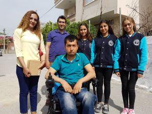 Öğrencilerden engelli gence akülü araç yardımı