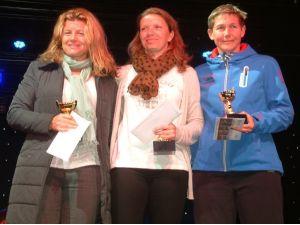 Tenis turnuvasında dereceye giren sporcular kupalarını aldı