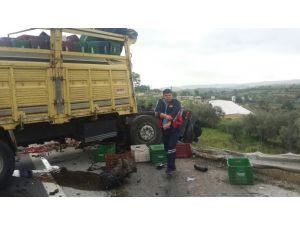 Kasa yüklü kamyon patates yüklü kamyona arkadan çarptı: 1 ölü