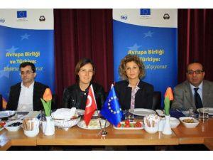 Dicle Üniversitesi Ve DTSO İşbirliğiyle AB Konulu Toplantı Yapıldı