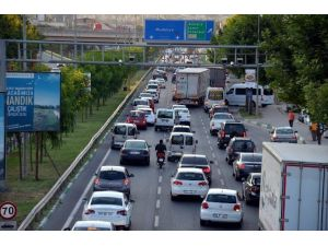 Kayıtlı Araç Sayısı 740 Bini Geçen Bursa'da 3 Kişiden Birinin Arabası Var