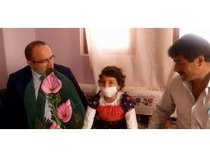 Lösemi Hastası Minik Kız 'Öğretmen' Olmak İstiyor