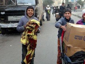 BM'den Deyr ez-Zor'a havadan gıda yardımı