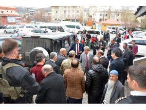 Vali Çınar'dan Yaralı Asker Ve Koruculara Ziyaret