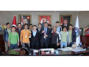 Başarılı Güreşçilerden Başkan Yemeniciye Ziyaret