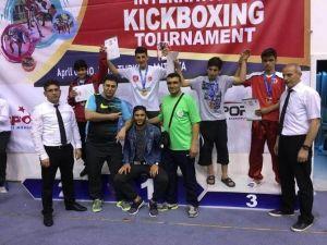 Derbentli Kick Boksçular Madalyaları Topladı