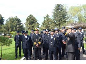 Polis Bayramını Donanmayı Gezerek Kutladı