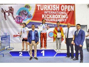Asuman Çığlıoğlu, Kick Boks'ta Derece İle Döndü