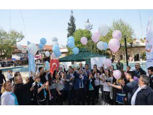 Balonlar kanser için gökyüzüne salındı