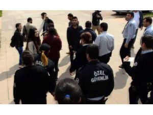 Konferansı Protesto Etmek İsteyen Öğrencilere Özel Güvenlik Müdahale Etti
