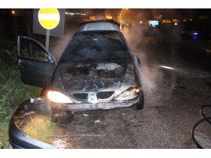 Ereğli'de takla atan araç alev aldı, sürücü son anda kurtuldu