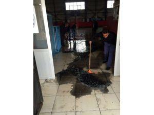 Van'da Kapalı Spor Salonu Yakıldı