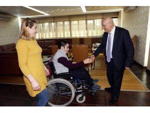 19 Yaşındaki Zeki, Akülü Sandalyesine Kavuştu