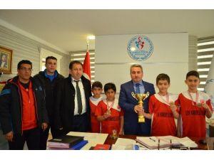 Taşkesenligil Masa Tenisinin Şampiyonlarını Kutladı