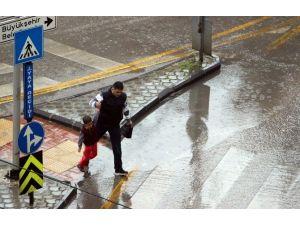 Gaziantep'te Sevindiren Yağmur