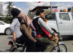 5 Kişilik Suriyeli Ailenin Motosiklet Üzerindeki Tehlikeli Yolculuğu