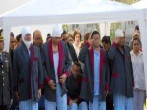 Diyarbakır'da Şehit Sayısı Arttı! Yaralı Askerler Silah Arkadaşlarını Uğurladı