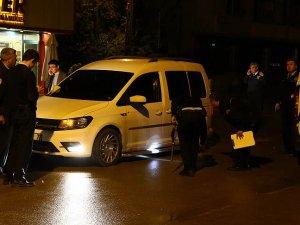Adana'da seyir halindeki araca ateş açıldı: 1 ölü, 1 yaralı
