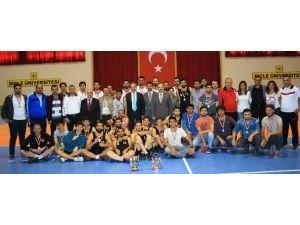 Basketbol Turnuvasında Diyarbakır Meslek Yüksekokulu Rüzgarı